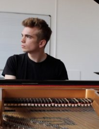 Edward offers Piano lessons in Blackfen