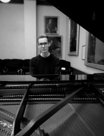 Lewis offers Piano lessons in York