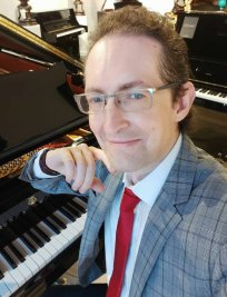 Dorian offers Piano lessons in Bankside