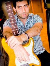 Alessandro teaches Guitar lessons in Essex