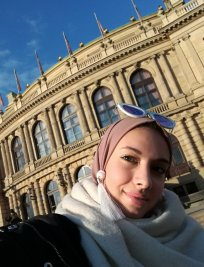 Assia offers History tuition in London