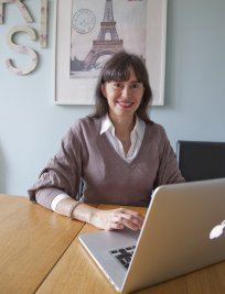 Marie is a French tutor in Gravesend