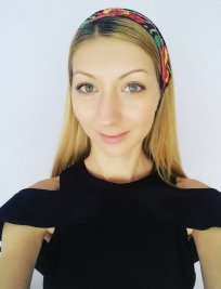 Roxana is a German tutor in Havering