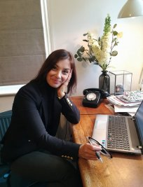 Julia is a private English Language tutor in Glasgow