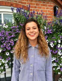 Cora is an English tutor in Berkshire