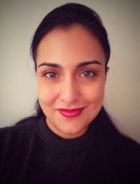 Mitra is a French tutor in London