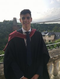 Daniel is a private Economics tutor in Reading