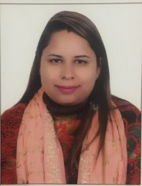 Richa is a French tutor in Grahame Park