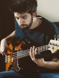 Edoardo offers Bass Guitar lessons in North Kensington