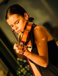 Aleksandra offers Violin lessons in Soho