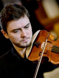 Iulian teaches Violin lessons in Colindale