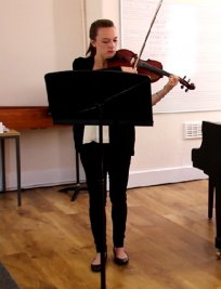 Stephanie teaches Music Theory lessons in Sanderstead