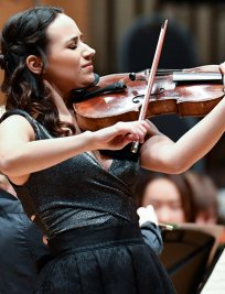 Ana Teresa offers Violin lessons in Aldgate