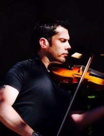 Jon teaches Violin lessons in Colindale