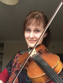 Signe offers Violin lessons in East London