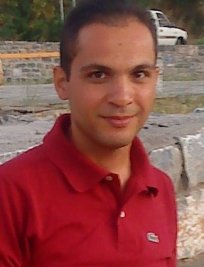 IOANNIS is an English tutor in South East