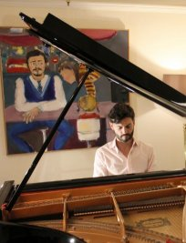 Juan offers Piano lessons in Chertsey