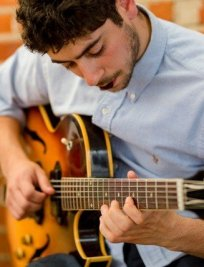 Elias teaches Electric Guitar lessons in Canary Wharf