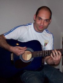 Evandro teaches Electric Guitar lessons in East London