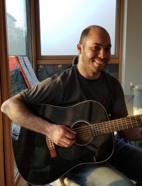 Evandro teaches Guitar lessons in Finsbury