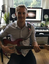 Sam teaches Electric Guitar lessons in Roehampton