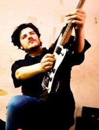 Laurent offers Bass Guitar lessons in East London