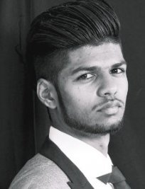 Suneel is a Maths tutor in Droylsden