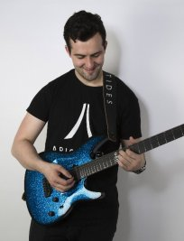 Mark teaches Electric Guitar lessons in North London
